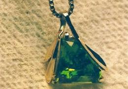 14kt yellow pendant, pentagonal cut peridot