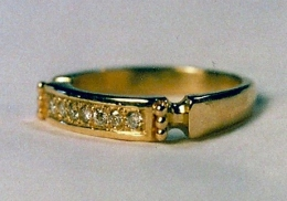 14kt gold ring with 7 1.5 mm diamonds
