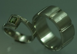 14kt. white gold wedding rings.with green sapphire.